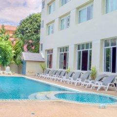 Crown Pattaya Beach Hotel бассейн