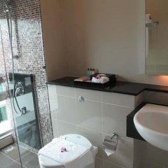 Отель Pearl Suites Swiss Garden Residences Малайзия, Куала-Лумпур - отзывы, цены и фото номеров - забронировать отель Pearl Suites Swiss Garden Residences онлайн ванная
