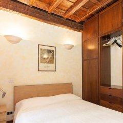 Отель Rental In Rome Santa Maria сейф в номере
