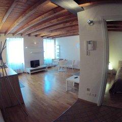 Апартаменты Apartment via Maironi da Ponte Бергамо комната для гостей