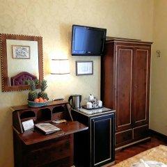 Отель Pensione Accademia - Villa Maravege Италия, Венеция - отзывы, цены и фото номеров - забронировать отель Pensione Accademia - Villa Maravege онлайн удобства в номере фото 2