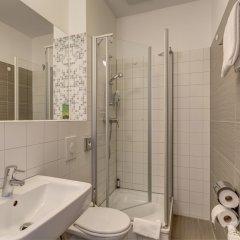 Отель MEININGER Hotel Hamburg City Center Германия, Гамбург - отзывы, цены и фото номеров - забронировать отель MEININGER Hotel Hamburg City Center онлайн ванная