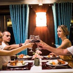 Отель Bhaya Cruises Халонг в номере