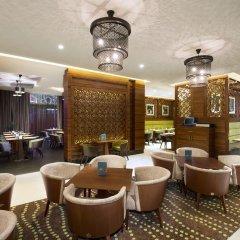 Отель Hilton Garden Inn Dubai Al Muraqabat Дубай гостиничный бар