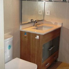 Отель Apartaments AR Caribe Испания, Льорет-де-Мар - отзывы, цены и фото номеров - забронировать отель Apartaments AR Caribe онлайн ванная фото 2