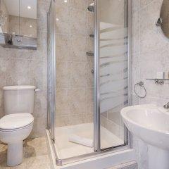 Отель Luxurious Hampstead Home with Gorgeous Garden ванная