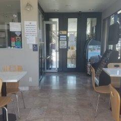 Отель Super 8 by Wyndham Los Angeles-Culver City Area питание фото 3