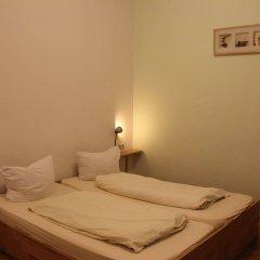 Buch-Ein-Bett Hostel комната для гостей