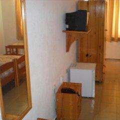 Family Hotel Astra сейф в номере