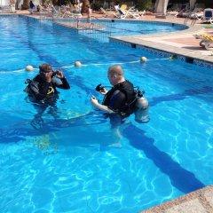 Отель Divers Lodge бассейн