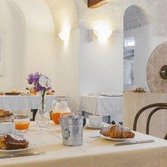 Отель Il Borgo Ritrovato - Albergo Diffuso Бернальда питание