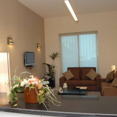 Royal Ascot Hotel Apartment комната для гостей