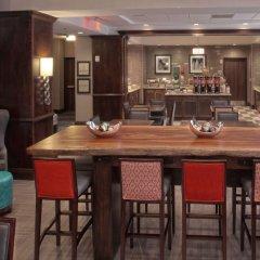 Отель Hampton Inn & Suites Columbus/University Area Колумбус гостиничный бар
