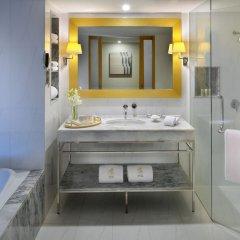 Отель lebua at State Tower Таиланд, Бангкок - 5 отзывов об отеле, цены и фото номеров - забронировать отель lebua at State Tower онлайн ванная фото 2