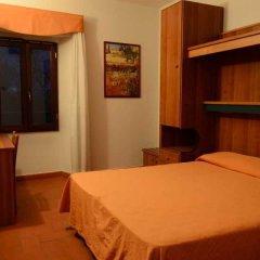 Отель La Foresta Реггелло сейф в номере
