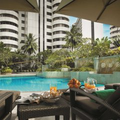 Отель Shangri-La Hotel Kuala Lumpur Малайзия, Куала-Лумпур - 1 отзыв об отеле, цены и фото номеров - забронировать отель Shangri-La Hotel Kuala Lumpur онлайн бассейн