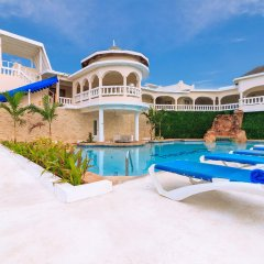 Отель Travellers Beach Resort бассейн