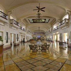 Отель The LaLiT Golf & Spa Resort Goa гостиничный бар