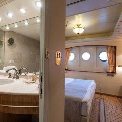 Отель OnRiver Hotels - MS Cezanne Будапешт ванная фото 2
