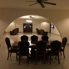 Отель Brentwood Manor