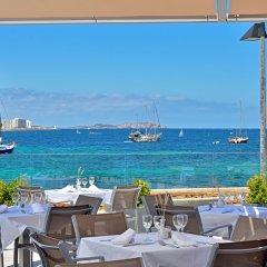 Отель Alua Hawaii Ibiza Испания, Сан-Антони-де-Портмань - отзывы, цены и фото номеров - забронировать отель Alua Hawaii Ibiza онлайн гостиничный бар