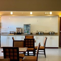 Отель Country Inn & Suites by Radisson, Midway, FL в номере фото 2