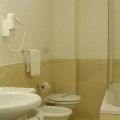 Отель Mercure Rimini Lungomare Римини ванная фото 2