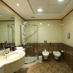 Отель Coral Dubai Deira Hotel ОАЭ, Дубай - 2 отзыва об отеле, цены и фото номеров - забронировать отель Coral Dubai Deira Hotel онлайн ванная