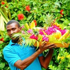 Отель Beachcombers Hotel Сент-Винсент и Гренадины, Остров Бекия - отзывы, цены и фото номеров - забронировать отель Beachcombers Hotel онлайн бассейн фото 3