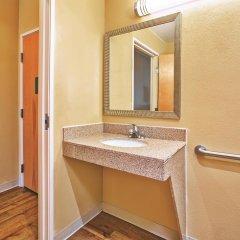 Отель La Quinta Inn & Suites Columbus West - Hilliard США, Колумбус - 1 отзыв об отеле, цены и фото номеров - забронировать отель La Quinta Inn & Suites Columbus West - Hilliard онлайн ванная