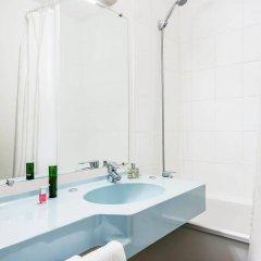 Отель ibis budget Paris Porte de Bercy Франция, Шарантон-ле-Пон - отзывы, цены и фото номеров - забронировать отель ibis budget Paris Porte de Bercy онлайн ванная фото 2
