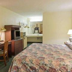 Отель Americas Best Value Inn Columbus North Колумбус комната для гостей фото 3