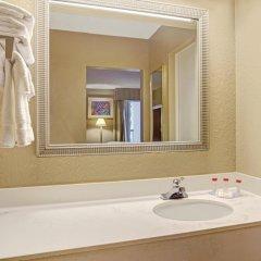 Отель Ramada Waterfront Sarasota ванная