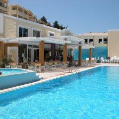 Ithea Suites Hotel бассейн