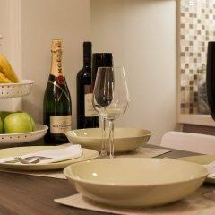 Апартаменты Gold and Blue Luxurious Apartment гостиничный бар