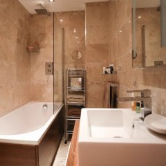 Отель Lovely 2 Bed Flat in Warren Street ванная фото 2
