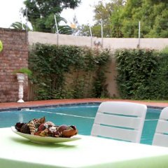 Отель Kelvin Grove Guest House бассейн