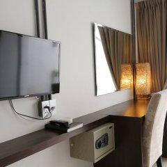 Отель The Nest Resort сейф в номере