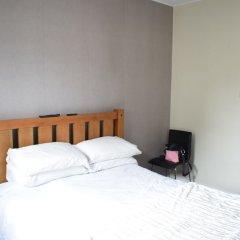 Отель 2 Bedroom Edinburgh Apartment Close To Airport Великобритания, Эдинбург - отзывы, цены и фото номеров - забронировать отель 2 Bedroom Edinburgh Apartment Close To Airport онлайн комната для гостей фото 2