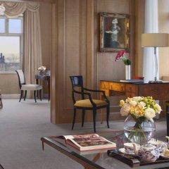 Four Seasons Hotel Prague в номере
