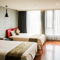 Q - City Hotel комната для гостей