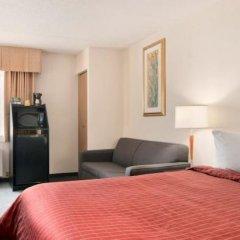 Отель Travelodge Calgary Macleod Trail Канада, Калгари - отзывы, цены и фото номеров - забронировать отель Travelodge Calgary Macleod Trail онлайн удобства в номере фото 2