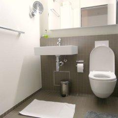 Отель AirHosted - Zurich Vacation Home Rentals ванная фото 2
