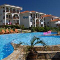 Отель BREEZE Apart Complex Свети Влас бассейн