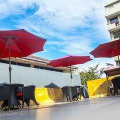 Отель Kestrels Colombo бассейн фото 2