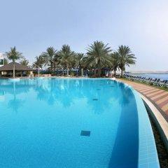 Отель Beach Rotana бассейн