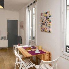 Апартаменты BP Apartments - Cozy Montmartre комната для гостей