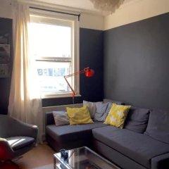 Апартаменты 1 Bedroom Apartment in Arsenal комната для гостей фото 5