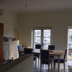 Апартаменты Senglea Seafront Apartment питание фото 2