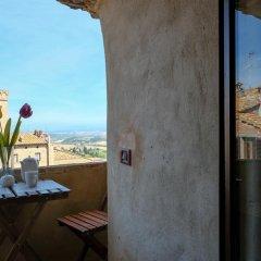 Отель Torre Bella Италия, Сан-Джиминьяно - отзывы, цены и фото номеров - забронировать отель Torre Bella онлайн балкон